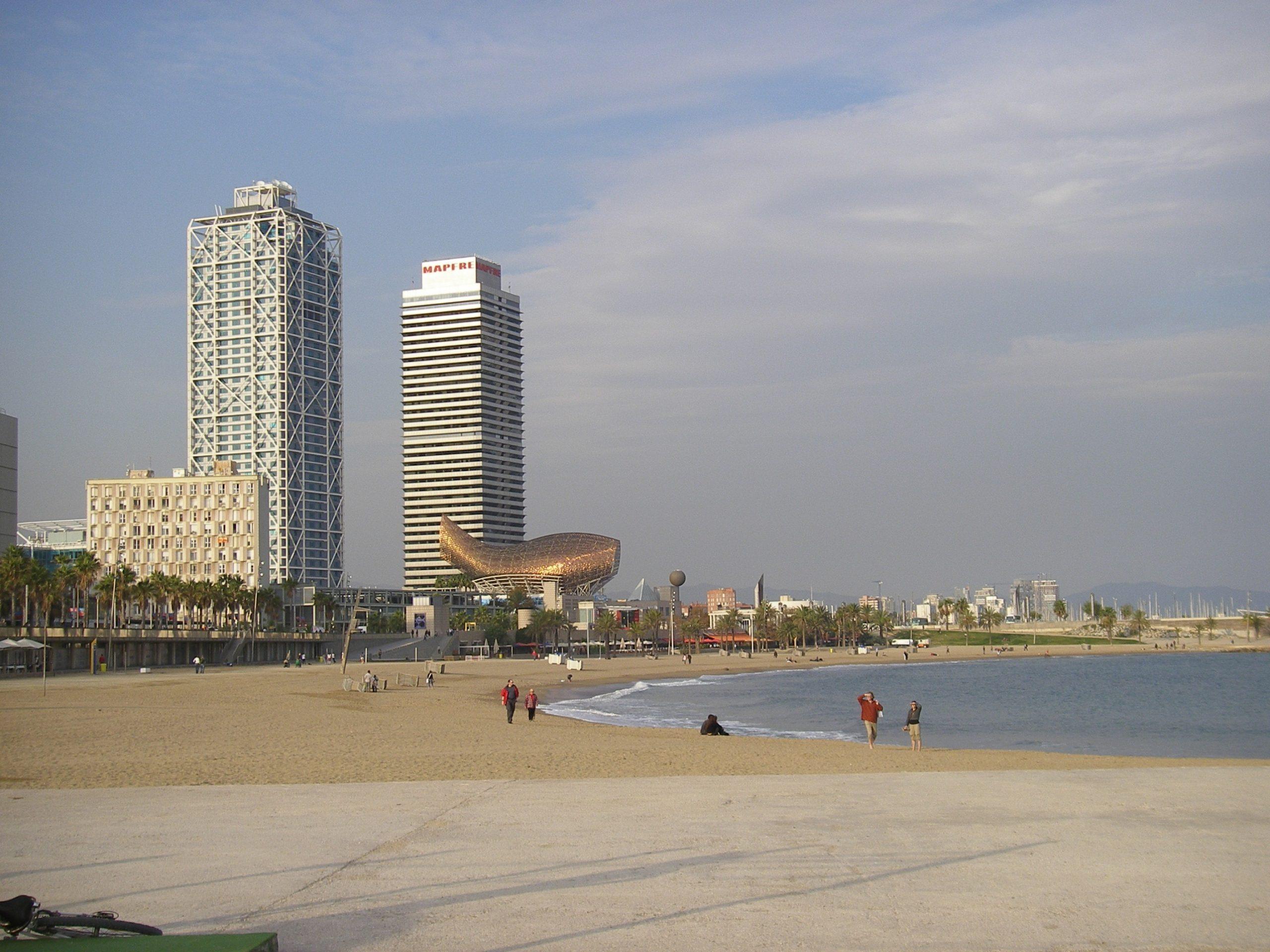 Immer mehr ausländische Badegäste erleben Barcelona unten ohne: 853 Diebstähle hat die Polizei in Barcelona von April bis Oktober am Strand verzeichnet.