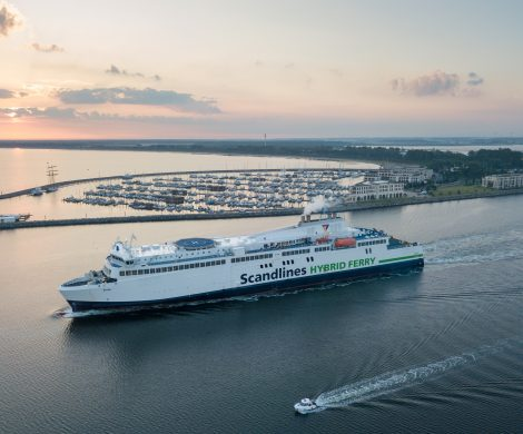 """""""Scandlines – Kurs auf Skandinavien"""" heißt der neue Podcast der deutsch-dänischen Fährreederei. Bis Dezember 2020 werden die Hörer mit aufs Schiff genommen"""