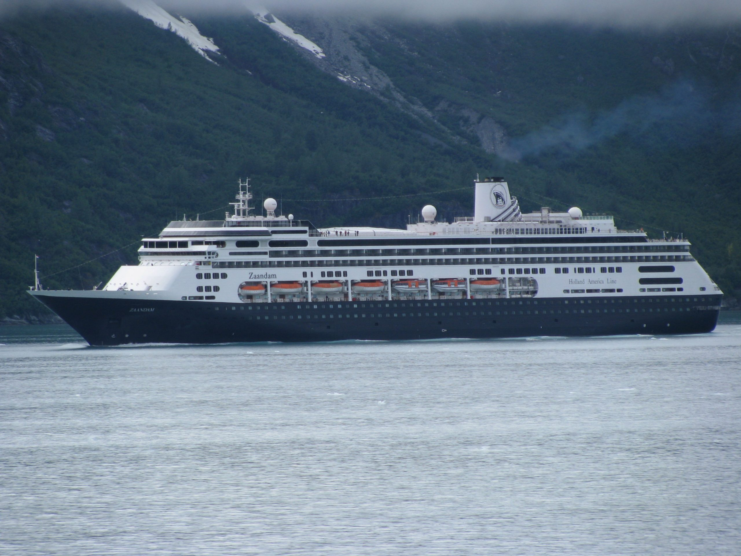Nach mehreren Corona-Verdachtsfällen auf dem Schiff hat Holland America Lines die Zaandam vor der südamerikanischen Küste unter Quarantäne gestellt.