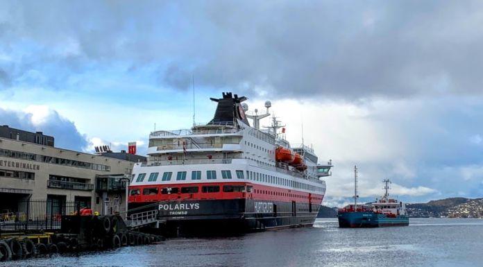 Wegen des Coronavirus hat Hurtigruten jetzt auch den bislang aufrechterhaltenden Betrieb der Postschiffe an der norwegischen Küste bis zum 19. April eingestellt.