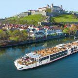 Seit mehr als zwei Wochen liegen die beiden neuen Kreuzfahrtschiffe Viking Hervor und Viking Gersemi wegen Stürmen im Nord-Ostsee-Kanal fest.