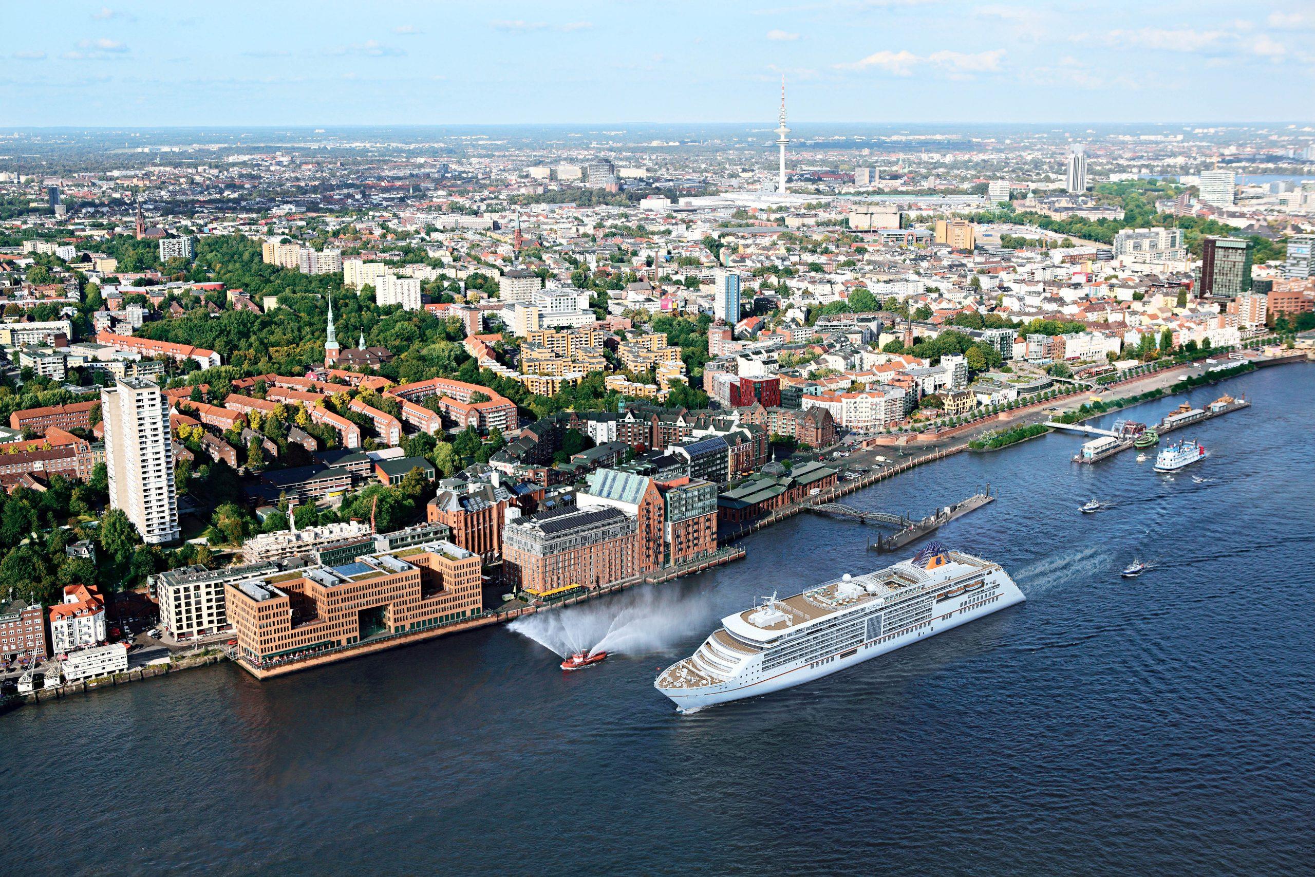 Ab sofort bezieht die EUROPA 2 Landstrom am Cruise Center Altona in Hamburg.Alle Neubauten der Hapag-Lloyd Cruises Flotte sind für Landstrom ausgestattet.