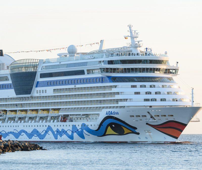 AIDA Cruises will wegen der Corona-Krise auf Staatshilfen zurückgreifen und schickt 1.500 Mitarbeiter in Rostock und Hamburg in Kurzarbeit