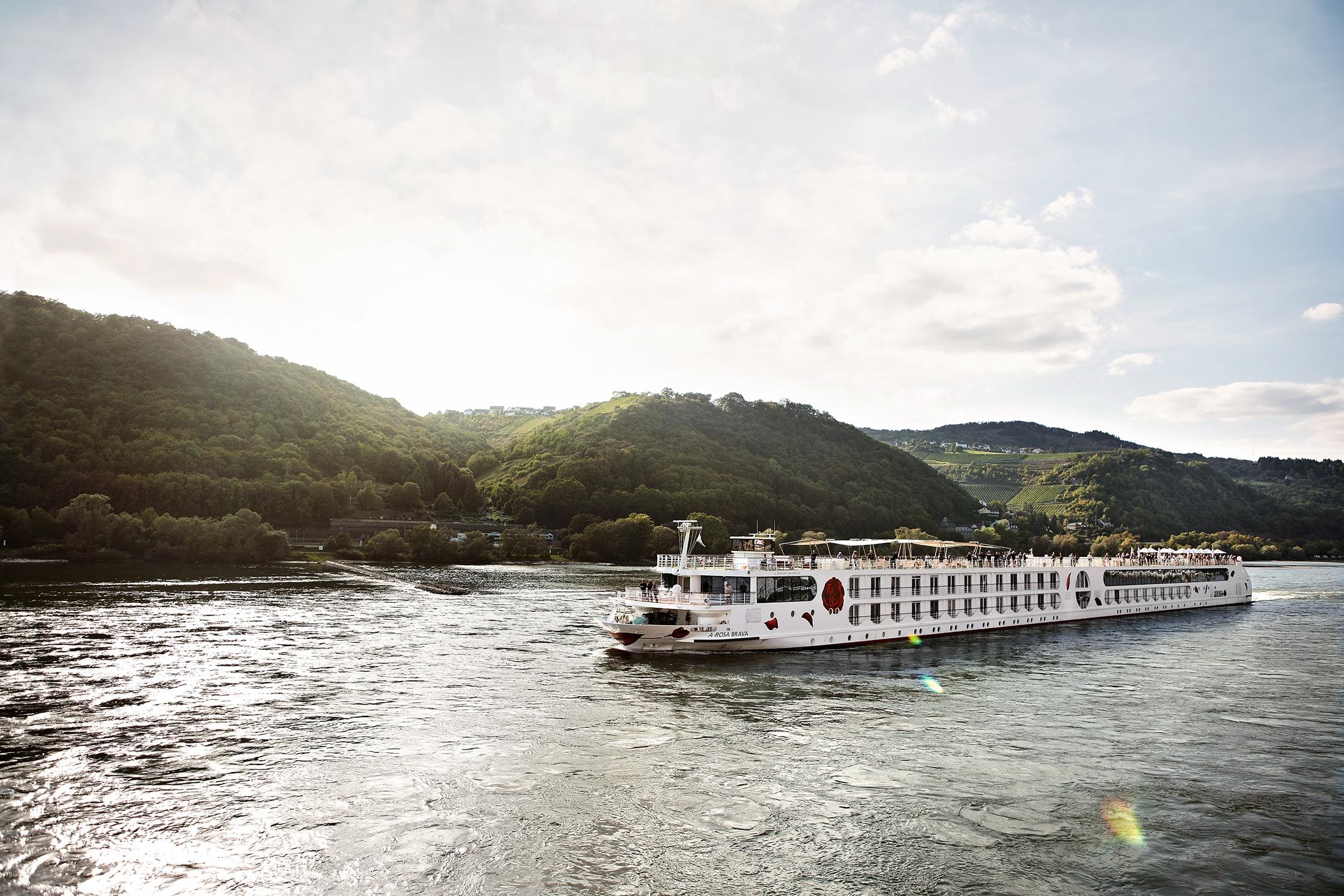 Nach nicko tours will jetzt auch die Arosa Flussschiff GmbH mit Kreuzfahrten beginnen und plant, Reisen auf Rhein und Donau bis Pfingsten zu starten.