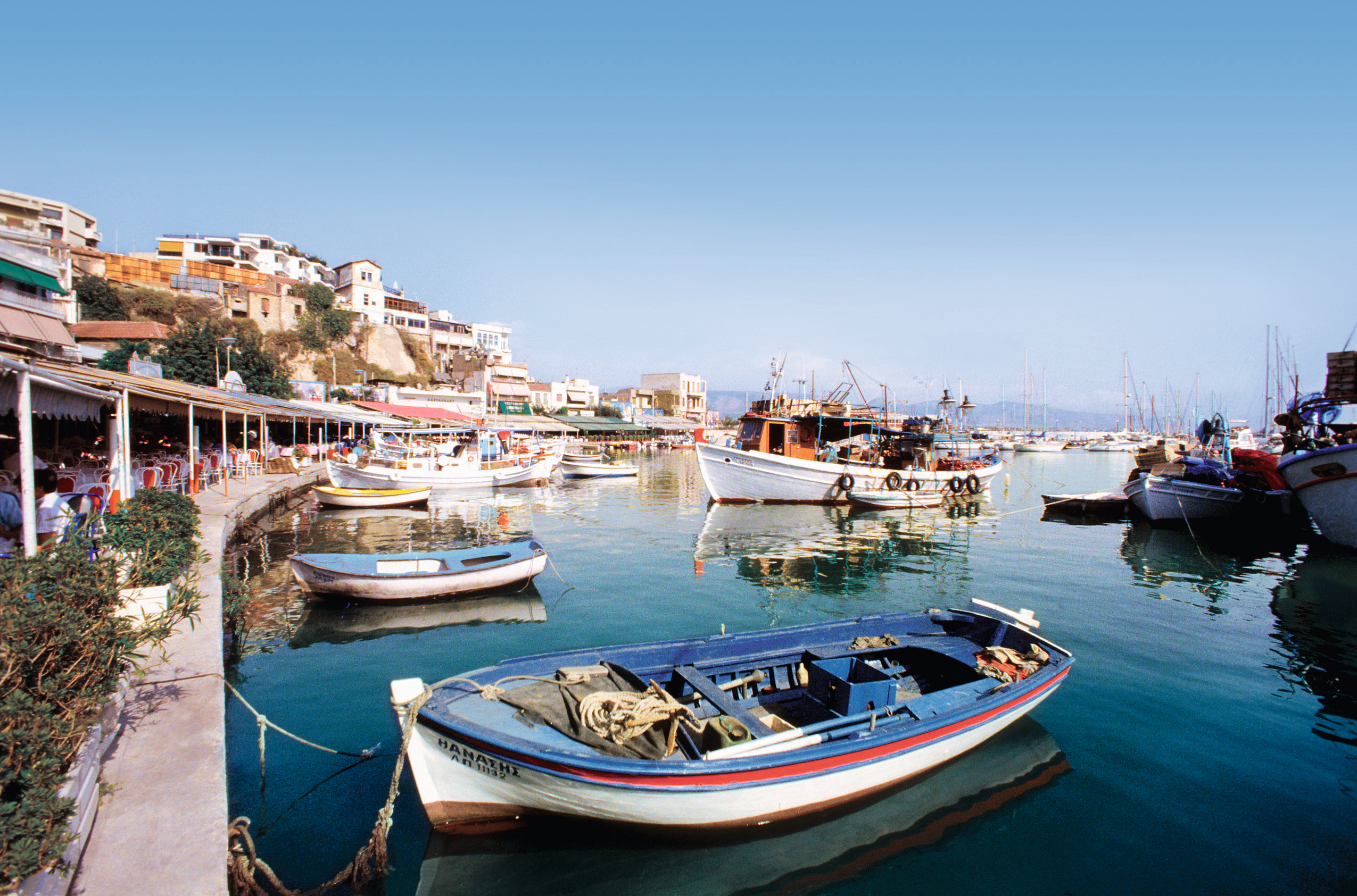 TUI Cruises weitet die Blauen Reisen aus und bietet ab dem 13. September Kreuzfahrten durch die griechische Inselwelt ab und bis Kreta an.