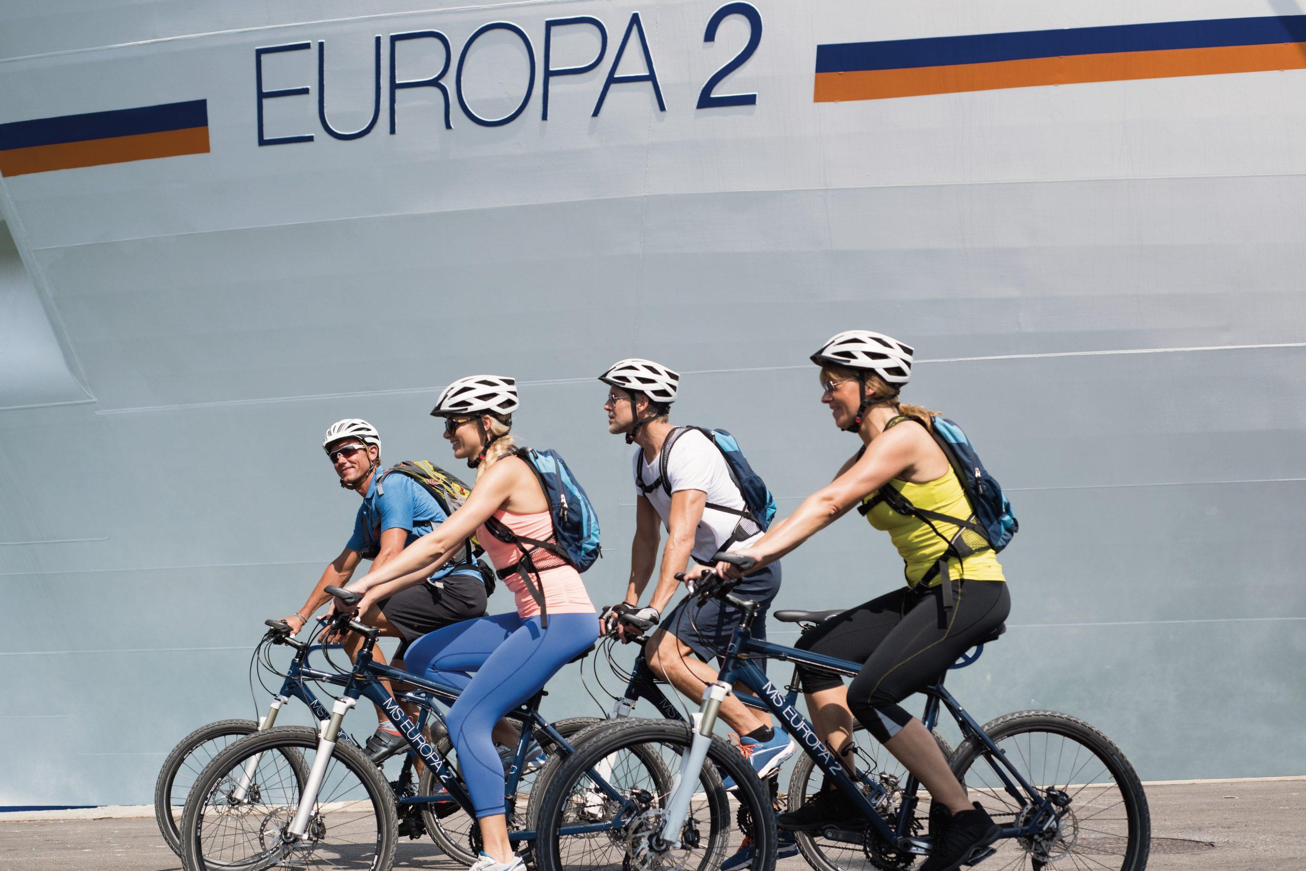 Die Gäste an Bord der Hapag-Lloyd Cruises Schiffe dürfen sich nach der ersten Startphase mit Seereisen wieder auf Landgänge und damit einhergehend auf regionale Leckereien wie Zimtschnecken in Göteborg freuen.