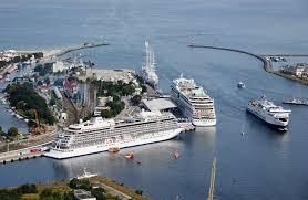 In Warnemünde hat das erste Kreuzfahrtschiff der Saison 2020 angelegt. Am Passagierkai im Hafen von Warnemünde machte die MS Europa der Hamburger Reederei Hapag-Lloyd Cruises fest