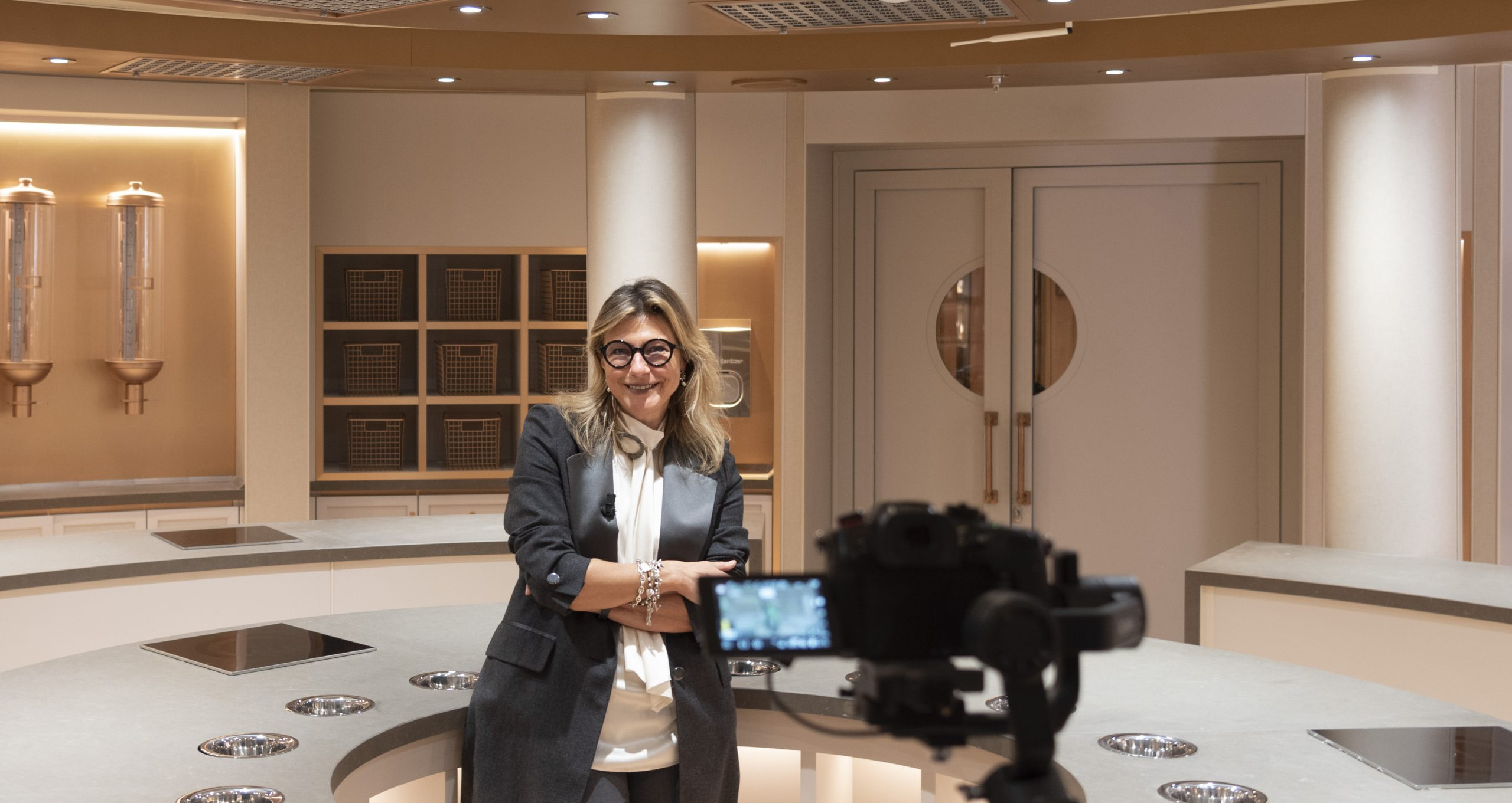Silversea Cruises das gibt in fünf Videos erste Einblicke in das Interieur der Silver Moon. Barbara Muckermann präsentiert den Neubau
