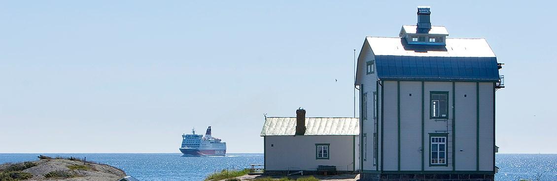 Die Fähre Viking Grace ist in der Ostsee zwischen Schweden und Finnland auf einen Felsen aufgelaufen und steckengeblieben.