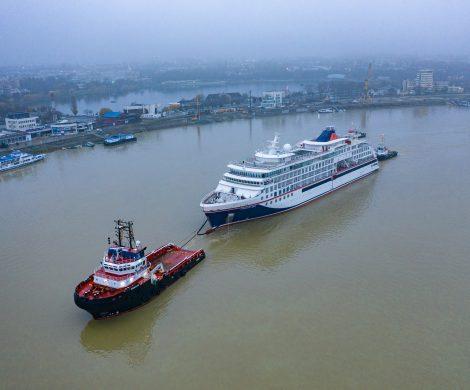 Die HANSEATIC spirit, dritter Expeditionsneubau von Hapag-Lloyd Cruises, wird von VARD in Tulcea zur Langsten Werft/Norwegen überführt