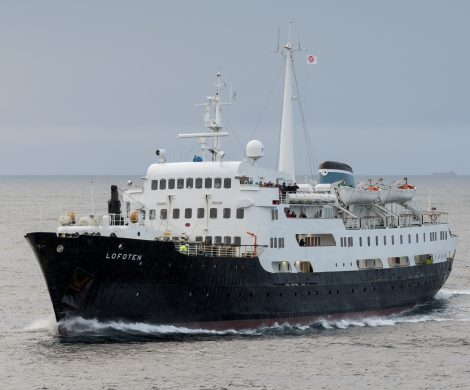 Nach fast sechs Jahrzehnten Dienst auf der norwegischen Postschiffroute wird das Hurtigruten-Schiff MS Lofoten die Flotte 2021 verlassen.