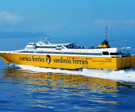 Die korsische Reederei Corsica Sardinia bietet in der Sommersaison bis zu fünf Abfahrten täglich je Richtung zwischen Piombino und Elba
