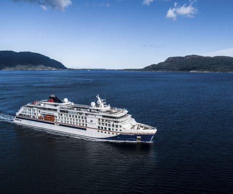 Ende Mai startet die HANSEATIC inspiration zur ersten Reise ab Kiel. Bis Anfang August geht es auf Routen ab Deutschland in Nord- und Ostsee