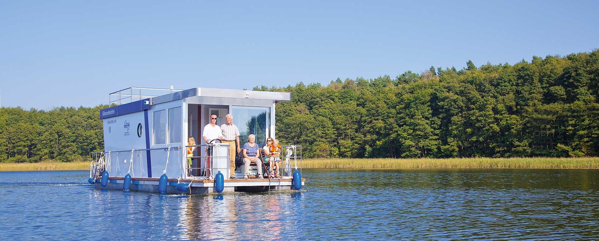 Aus Protest gegen die Tourismuspolitik in Mecklenburg-Vorpommern verlegt Kuhnle Tours, Teile seiner Flotte ins Nachbarland Brandenburg.