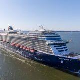 """Die Mein Schiff 1 hat nach der langen Corona-Pause erstmals wieder ab Kiel abgelegt, zur ersten """"Blauen Reise"""" 2021."""