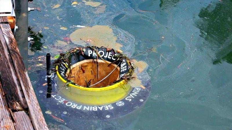 In Bremerhaven wird derzeit der Seabin getestet. Der schwimmende Meeresmülleimer (so die wörtliche Übersetzung) entfernt Plastikmüll, vor allem kleine Partikel bis zu 2 Millimeter.