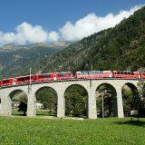 """Eine Rundreise der Superlative erwartet Gäste der neuen """"Alpine Cruise"""" der Rhätischen Bahn, eine vier-, fünf- oder achttägige Kreuzfahrt auf Schienen"""